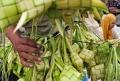 foto permintaan cangkang ketupat lebaran
